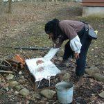 2008-04-april-049-uriah-prepares-the-grill